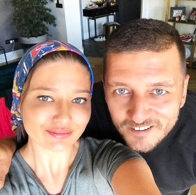 Nurgül Yeşilçay kardeşiyle fotoğraf paylaştı