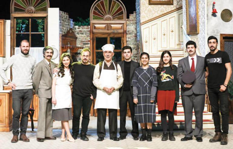 Şener Şen, 14 yıl aradan sonra Zengin Mutfağı isimli oyunla yeniden sahnede