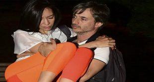 Onur Mete kaza geçiren eşi Aycan Dalkılıç Mete'yi kucağında taşıdı