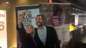 Sevilen usta oyuncu Timur Acar, Almanya'nın Frankfurt şehrinde düzenlenen Frankfurt Türk Film Festivaline katıldı.