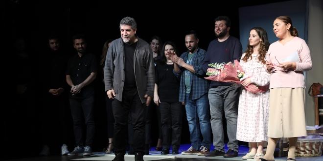 "İBB Şehir Tiyatroları'nın Oyunu ""Çın Sabahta"" Galada Beğeni Topladı"
