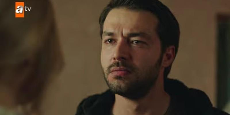 Mustafa Maria'ya Mutluluklar Dileyip Ayrılıyor