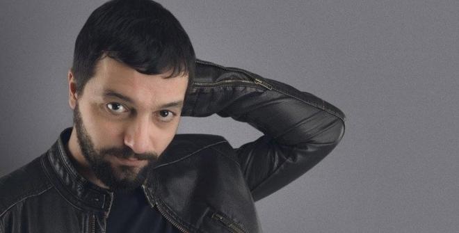 Mehmet Erdem Uçakta Olay Çıkardı