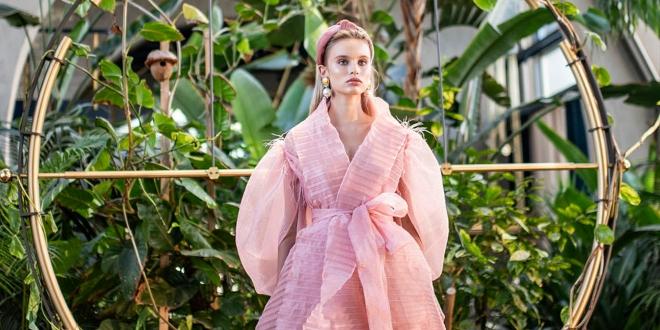 Özlem Süer 'Gök Kubbe' Koleksiyonunu Fashion Week İstanbul'da Tanıttı...